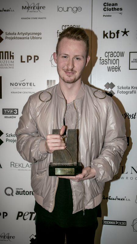 Piotr Popiołek wygrywa Cracow Fashion Awards!
